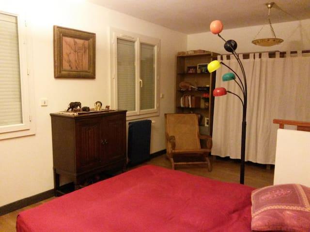 Jolie chambre au calme près de Tarbes - Bordères-sur-l'Échez - Rumah