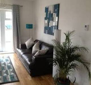 Heathrow/Stockley Park 2 bed/2 Bath Apartment