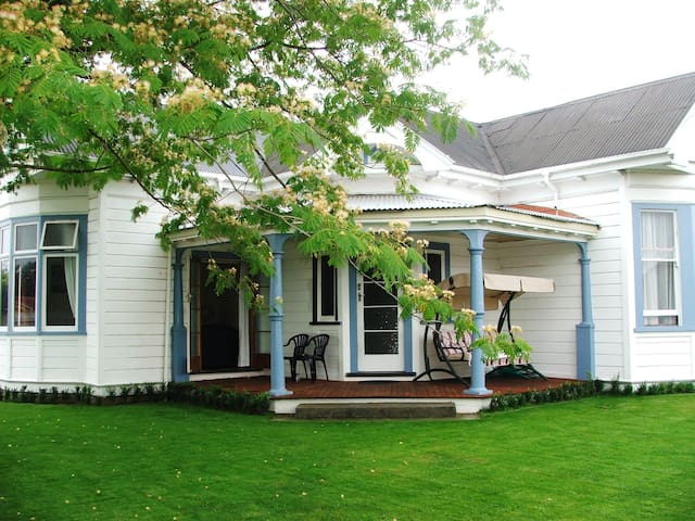 108yr old villa in the heart of wine country - Hastings - Bed & Breakfast