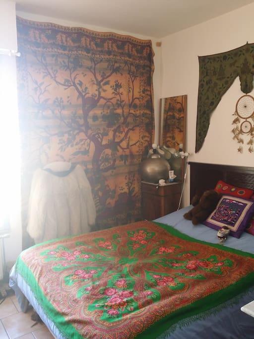 La chambre est calme et le matelas confortable.