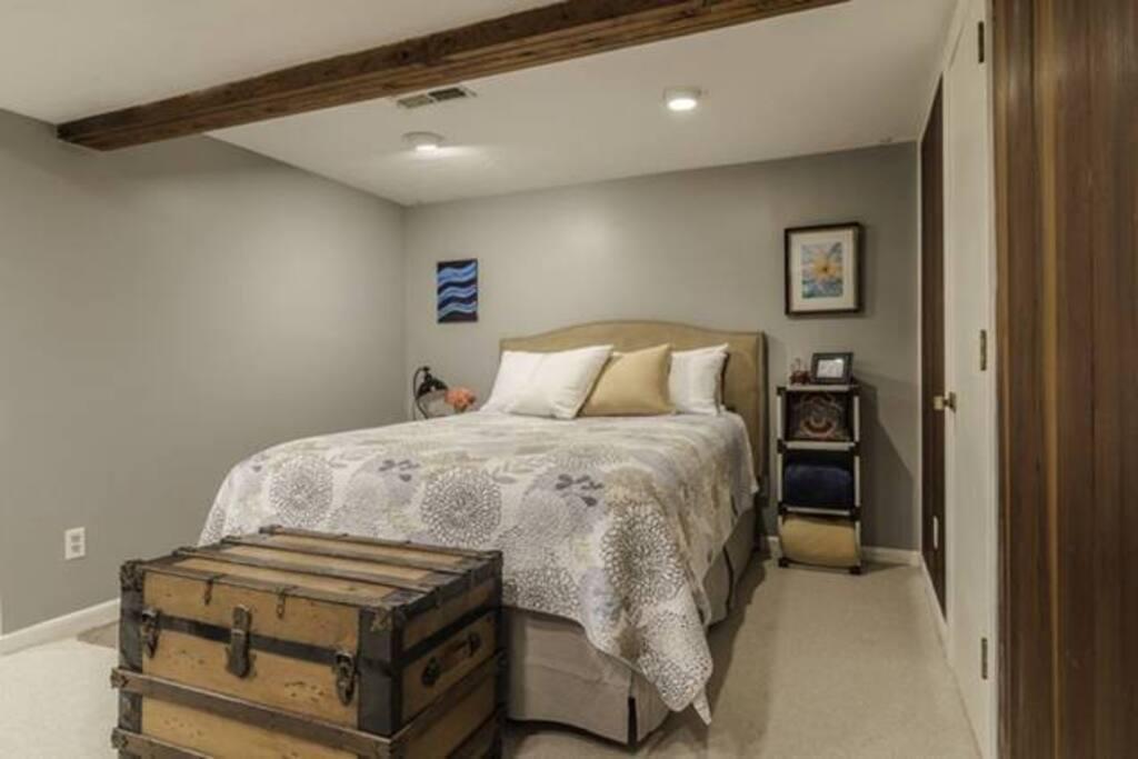Queen bed, down pillows