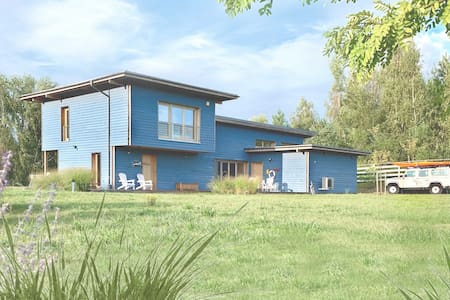 Blue Lakehouse for 4 guests (kayak, boat, SUP)