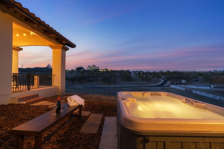 Sunsets from the Spa | Beautiful Ranch Style Home | Sleeps 12! ❤ by AvantStay