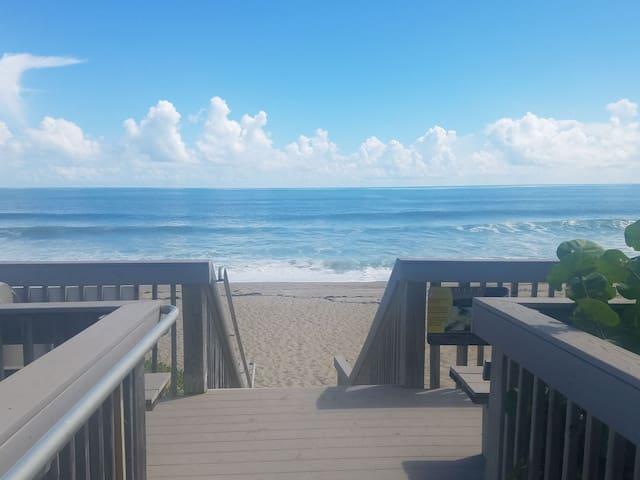 Oceanfront condo, screened porch on Atlantic ocean