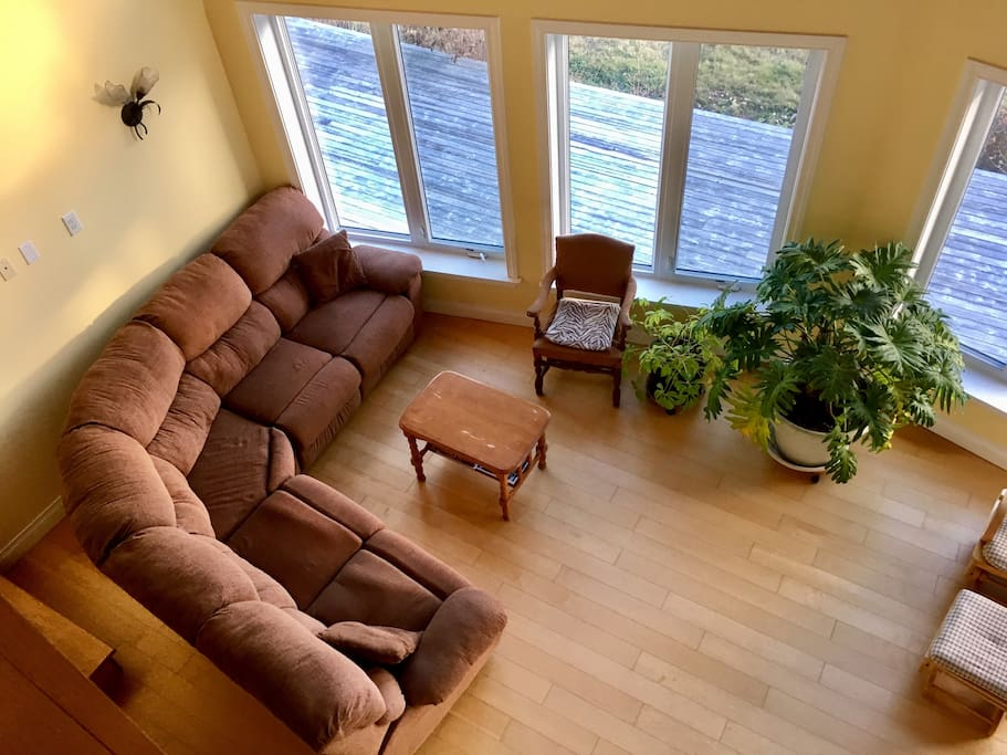 Cozy and spacious living room (view from loft).