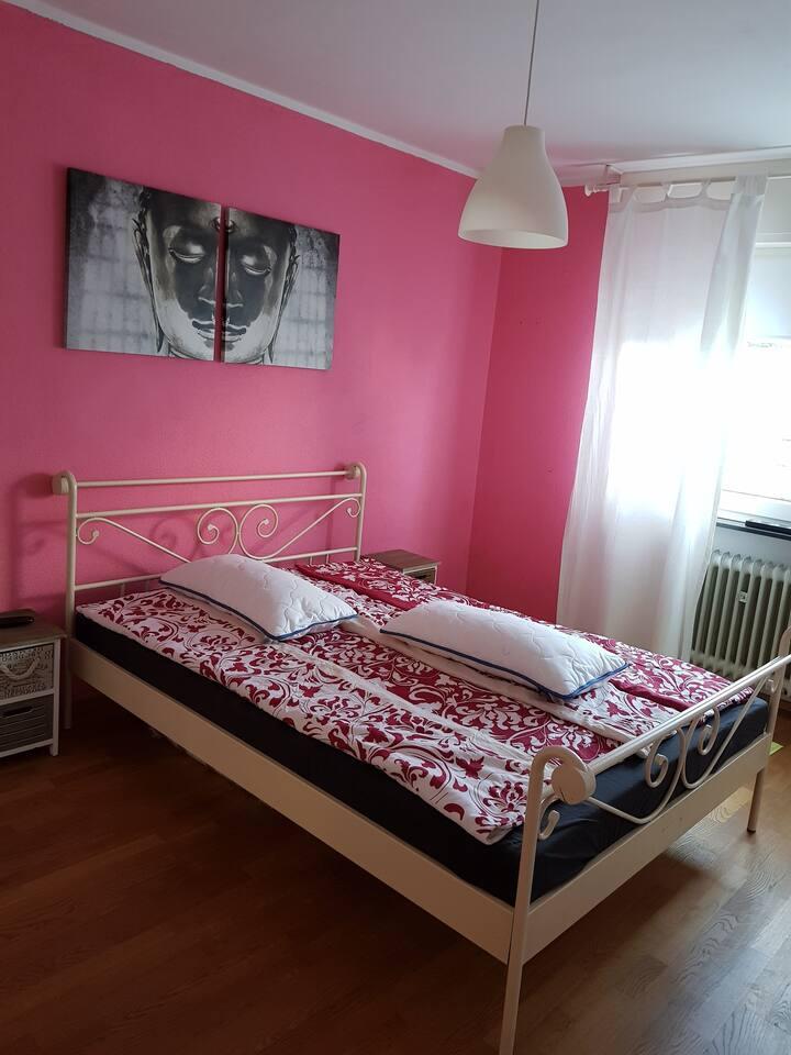 Wohnung mit ein Schlafzimmer, Badezimmer und Küche