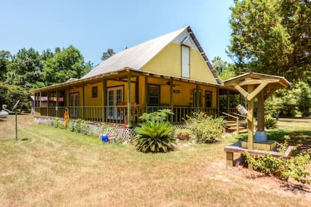 2BR Livingston House on 4.5 Acres