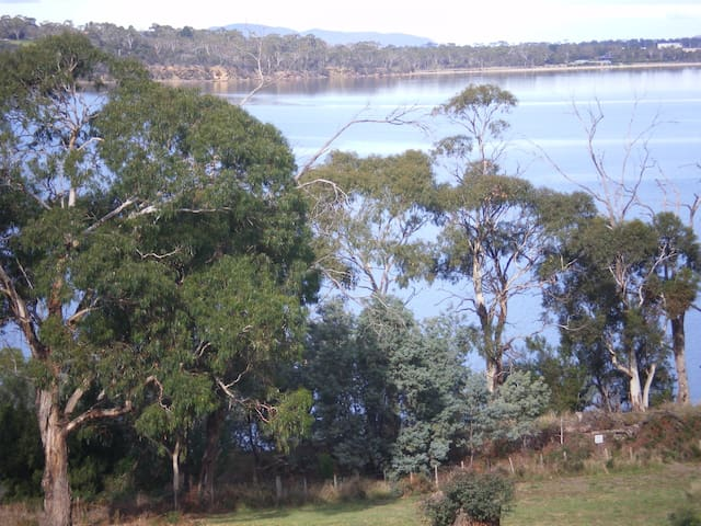 Studio apartment - View With a Room - near Hobart