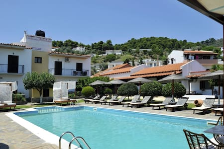 Yalis Studios with swimming pool & 120 from beach!