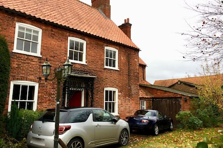 Beautiful farmhouse to enjoy - Nottinghamshire - 단독주택