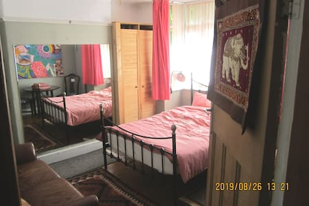 Lovely double room near to town