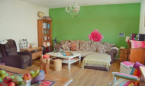 Bonita habitación en casa tranquila