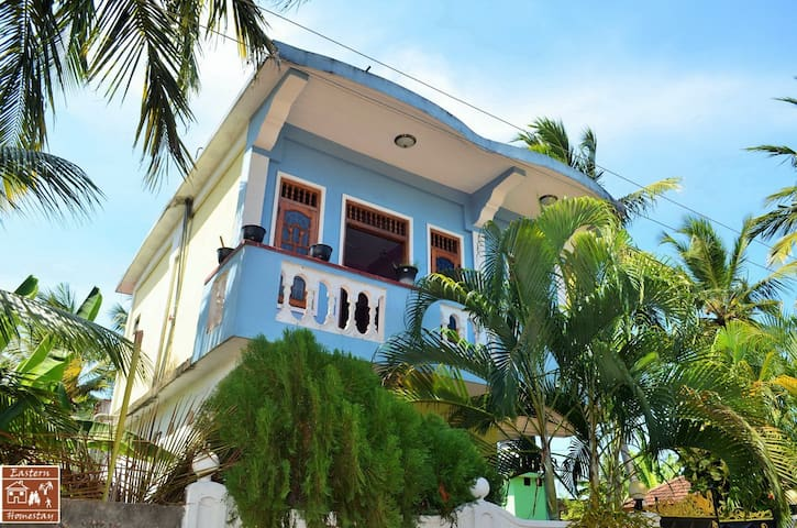 Dilu's Homestay - Balcony Studio - Kallady - Casa