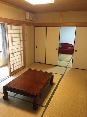 八畳和室でのんびりシンプルステイ(電停・駅・バス停極近い) - 高知市 - House