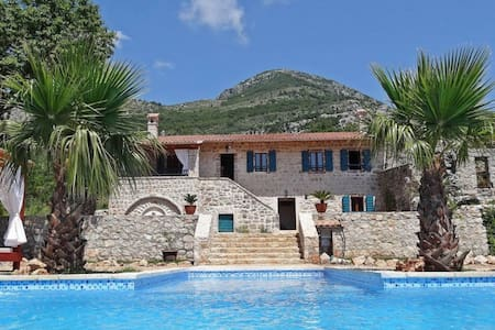 Luxury Villa with swimming pool and green area - Sutomore