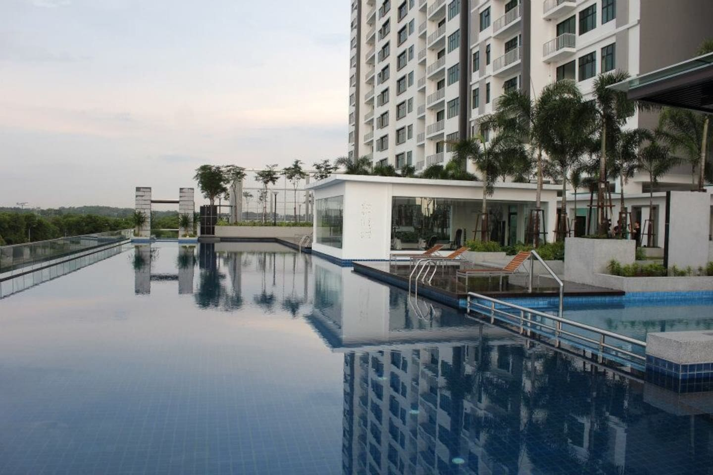 Long and Clean infinity Swimming pool