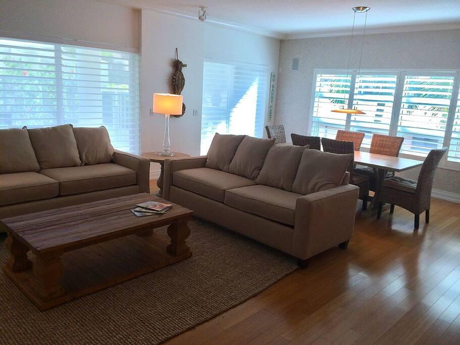 Living area | Dining area