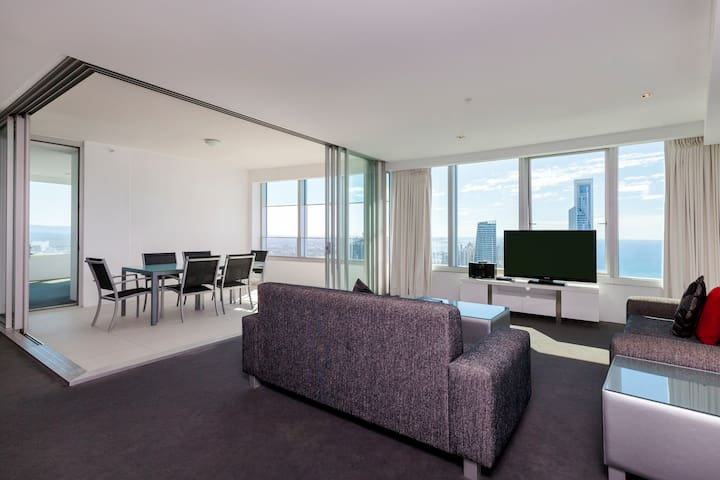 Q1 Resort - Three Bedroom Ocean Spa Apartment