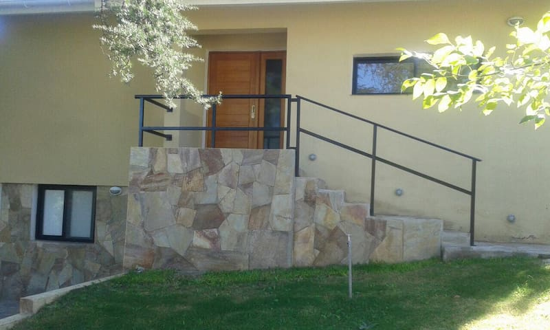Hermosa casa en Villa Gral.Belgrano - Villa general Belgrano  - Hus