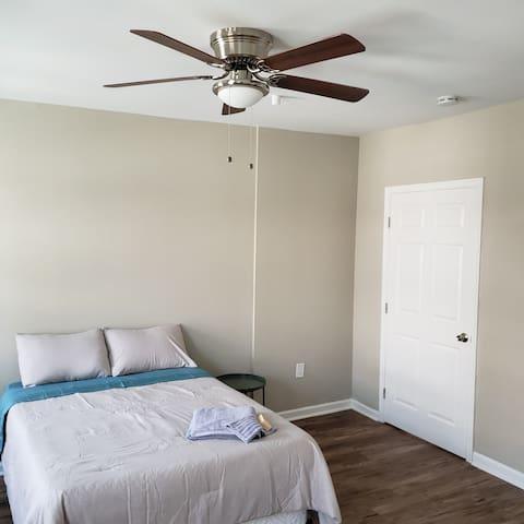 Ellington's Room on Liberty Private 1 b /1.5 bath