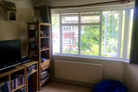 Cosy flat near to bars and restaurants. - Weybridge - Lägenhet
