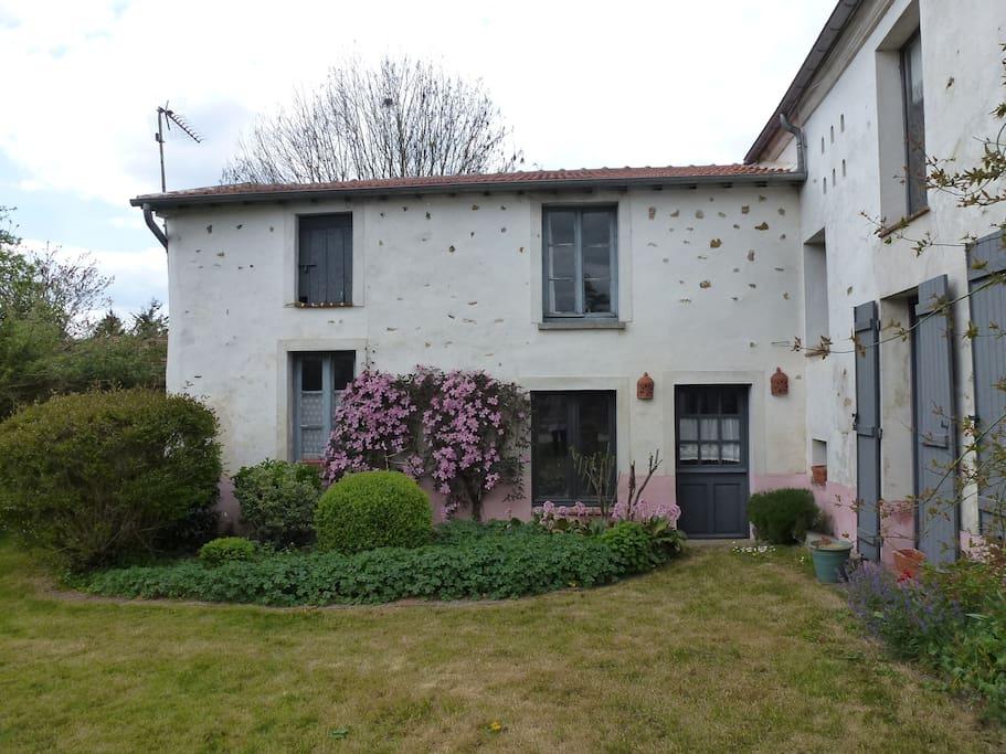 la petite maison rose chambres d 39 h tes louer gu rard le de france france. Black Bedroom Furniture Sets. Home Design Ideas