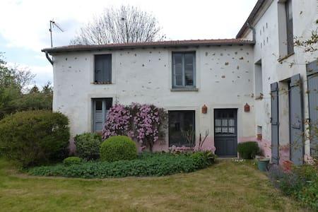 La Petite Maison rose - Guérard - Bed & Breakfast