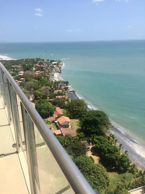 Ocean Front Apartment with Great panoramic Views