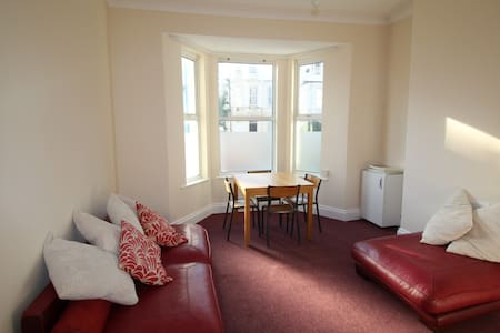 Lovely, well located, garden flat - Saint Leonards