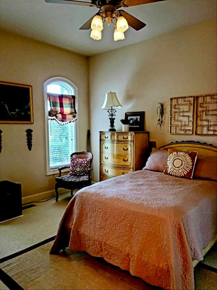 Private Antique Room in Gated Waterfront Estate