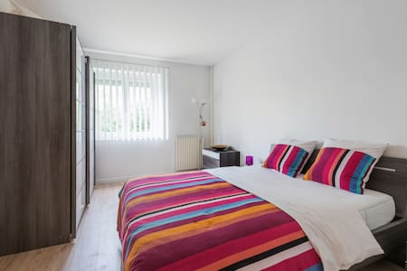 5* Flat ! 4 Rooms, 4-10Pers/WiFi,TV/Parking/Métro8 - Créteil - 公寓