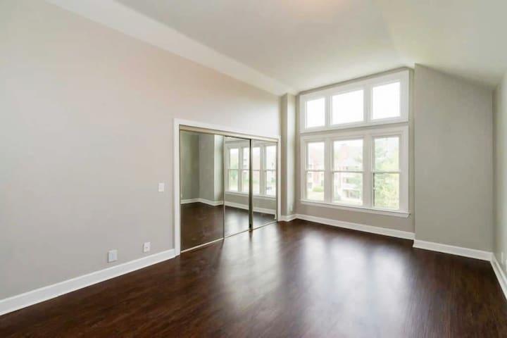 Private Room for Rent in Green Hills