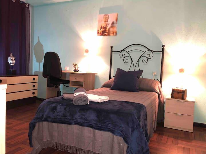 Habitación confortable en piso muy céntrico