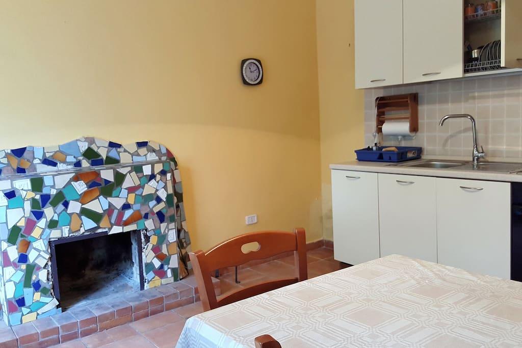 Casa independente a 2 piani sulle falde di alburni for Kit di casa a 2 piani