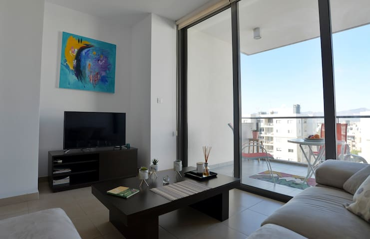 *Nicosia Elite* Exceptional top floor apt just 4 U