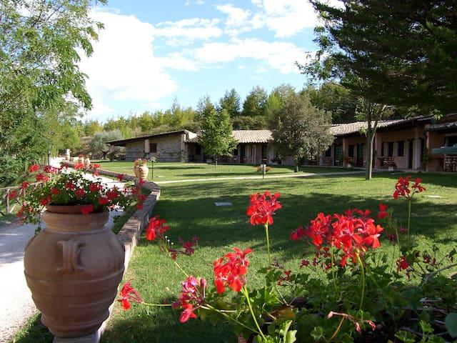 Casa Vacanza con vista panoramica - Bevagna - บ้าน