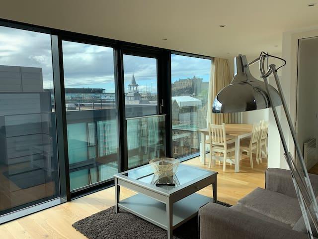 Sensational Quartermile apartment with Castle view