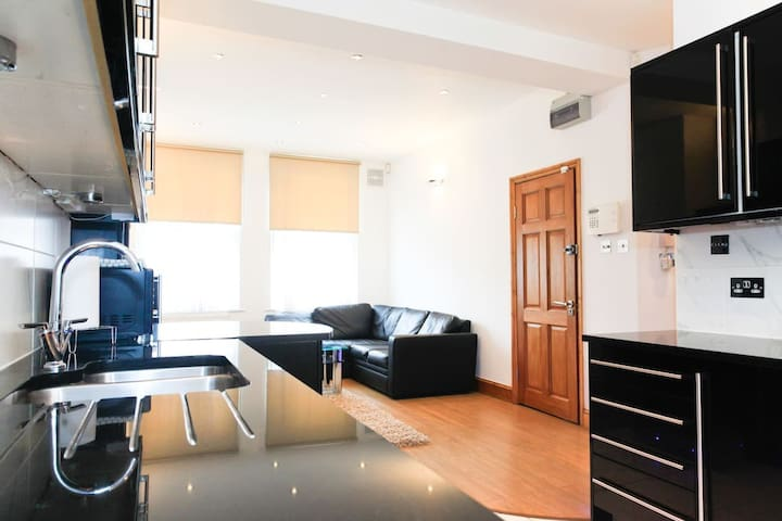Superb 2 Bed Luxury Apartment A2 - London - Apartment