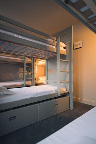 Lit dans 1 dortoir de 8 personnes-chambre d'HOSTEL