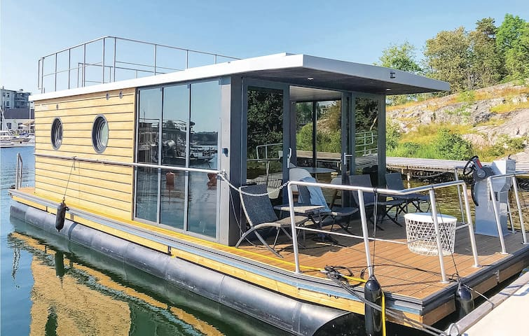 Houseboat with 2 bedrooms on 28m² in Västervik