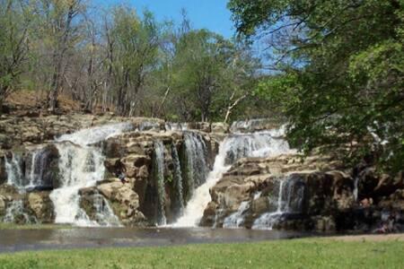 Casa con impresionante cascada - La Trinidad