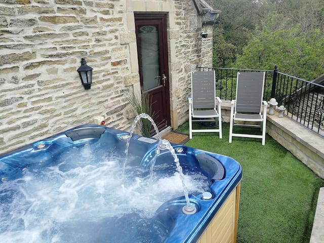 Moorhay Retreat - Luxury Self Check In & Hot Tub
