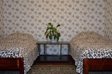 сдаю квартиру на сутки и на часы - Saratov - Apartamento