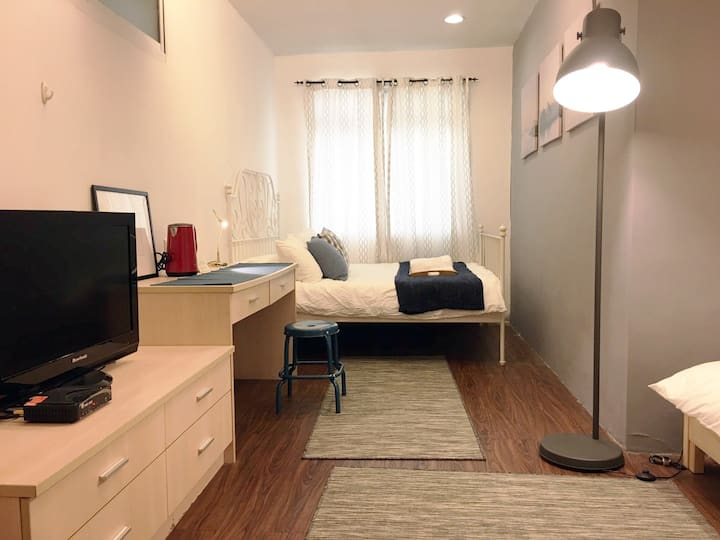 Spacious Studio A near Taipei 101 (1-4 guests)