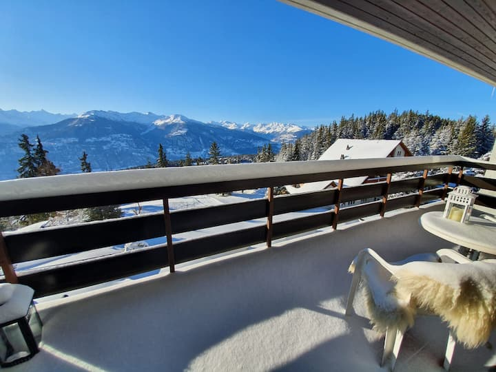 Uninterrupted views 100% South right on the slopes