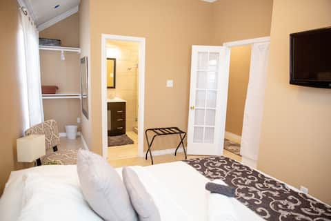 Cozy and Stylish Modern Room close to UNT/TWU/DFW