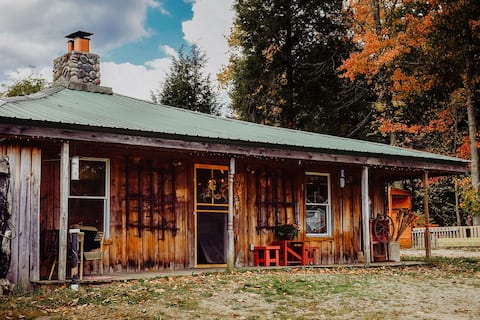 Fun to be had at Cozy Rustic Lodge in the Woods
