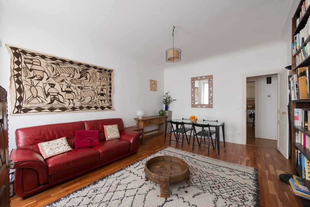 Un vaste et confortable salon/salle à manger