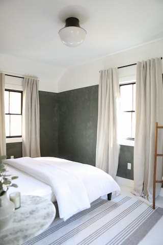 Main Bedroom, 1 Queen Bed