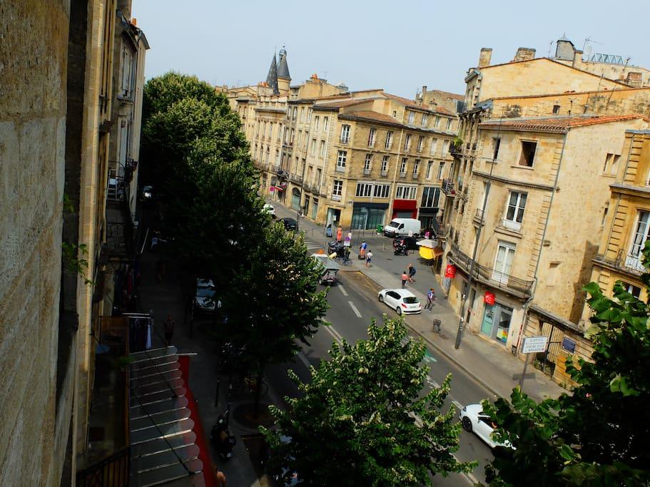 Vue de l'appartement, au 3ème étage d'une des plus vielles bâtisses de Bordeaux.